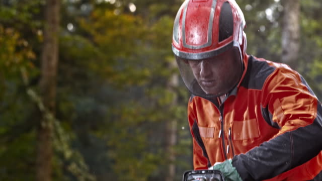 slo mo logger starting a chainsaw - chainsaw stock videos & royalty-free footage