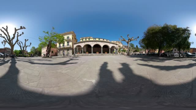 360 vr / loggia comunale from 13th century at piazza del popolo of levanto - 360 video stock videos & royalty-free footage