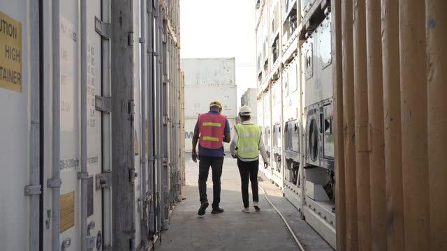 工場で歩く物流倉庫 - 羊飼いの棒点の映像素材/bロール