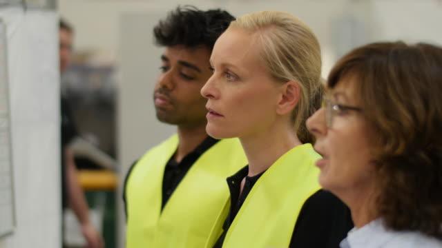 logistics scenes - sicherheitsmaßnahme stock-videos und b-roll-filmmaterial