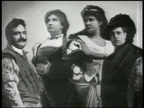 stockvideo's en b-roll-footage met logo vs cu photograph of opera singers enrico caruso john mccormack vs cu victor record spinning ext vs elderly couple on porch listening to thomas... - 1917