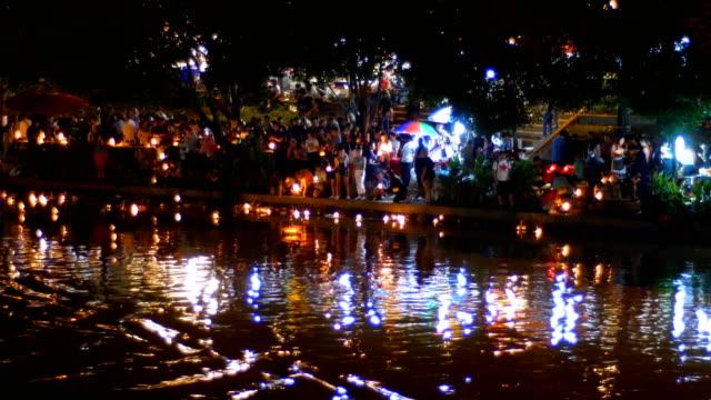 loi krathong und yi peng volksfest, provinz chiang mai, thailand - provinz chiang mai stock-videos und b-roll-filmmaterial