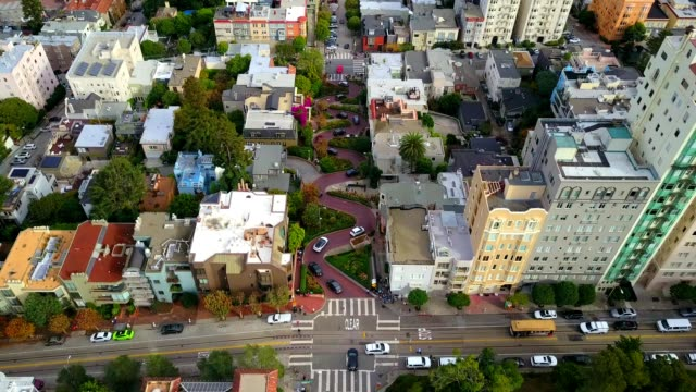 "lombard ""crooked"" street in san francisco - カリフォルニア州 サンフランシスコ点の映像素材/bロール"