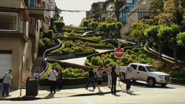 ws lombard street / san francisco, california, usa - lombard street san francisco stock videos & royalty-free footage