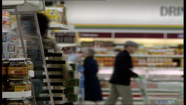london 0240 shelves full of wrapped sliced bread in gateway kings rd supermarket vars brand names seen hovis vitbe allinson kingsmill 0310 fresh... - receipt stock videos & royalty-free footage