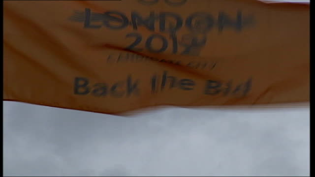 london 2012 olympic bid: support questioned / flag unveiled; itn england: london: ext gv the mall with union flags seen gv union flags hanging... - wind点の映像素材/bロール