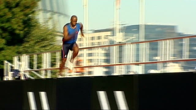 british olympic athletes visit london youth games t28091124 tower bridge british long jump champion jj jegede jumping successfully over three mini... - salto in lungo video stock e b–roll