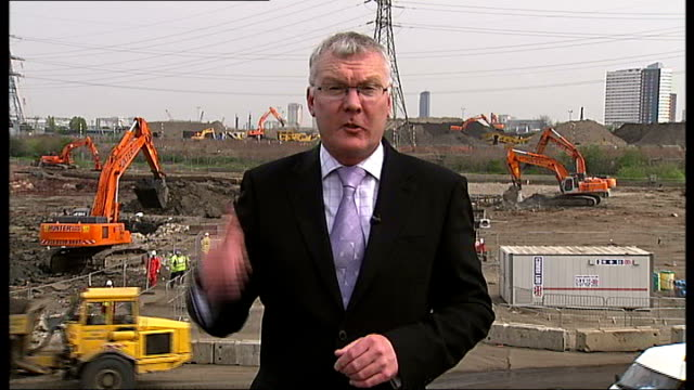 budget estimate was 'unrealistic' say mps ext reporter to camera construction work at olympic park site - ロンドン オリンピックパーク点の映像素材/bロール