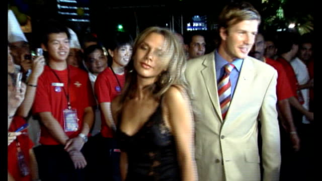 london 2012 olympic games: david beckham interview; r06070561 singapore: ext / night **beware flash photography** david beckham and wife victoria... - bid stock videos & royalty-free footage