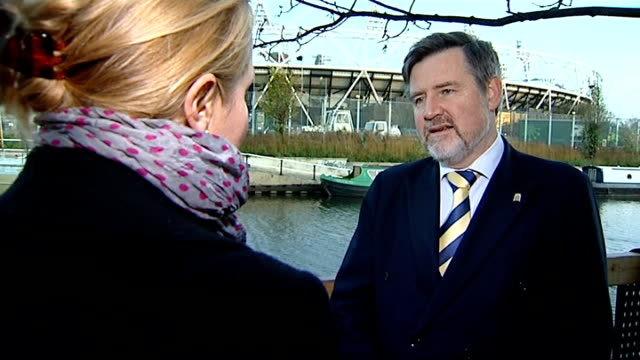vídeos de stock e filmes b-roll de dow chemical controversy india threaten boycott london stratford ext barry gardiner mp interview sot - the dow chemical company