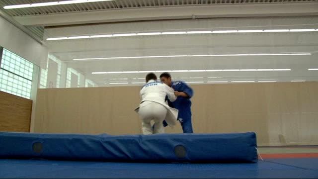 london 2012 olympic games: european judo champion ashley mckenzie prepares for 2012 olympics; england: london: int ashley mckenzie practicing throws... - 柔道点の映像素材/bロール