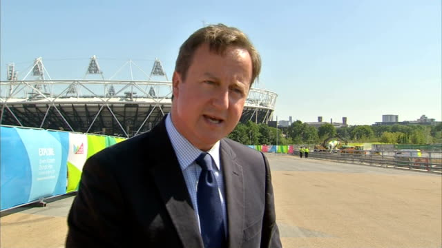 cameron and johnson visit the olympic park england london stratford olympic park ext david cameron mp interview sot talks of the sporting and... - ロンドン ストラトフォード点の映像素材/bロール