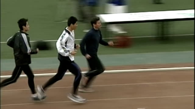 stockvideo's en b-roll-footage met london assembly members to discuss success and failures t11040656 china beijing lord coe and others running along track at the beijing olympic... - ken livingstone
