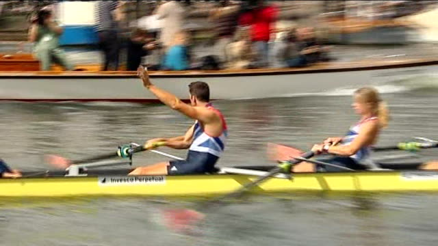 stockvideo's en b-roll-footage met medal winners perform row past on river thames followed by a parade in henley england oxfordshire henley ext team gb rowers along river thames during... - oxfordshire