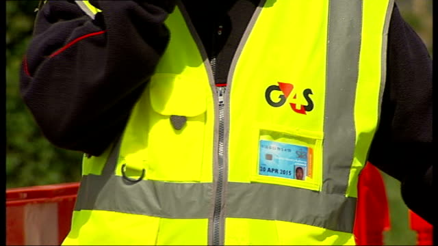 more soldiers drafted in as security contractor fails to recruit enough staff location unknown ext g4s security guard holding umbrella g4s security... - 警備員点の映像素材/bロール