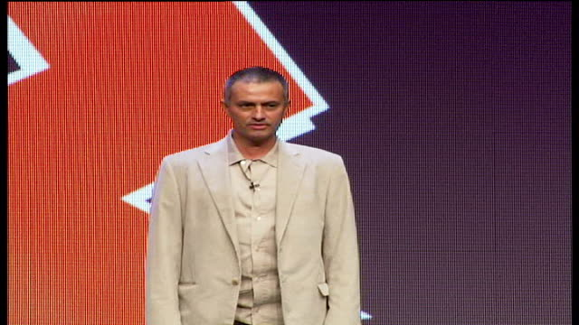 new logo unveiled int jose mourinho onto stage at logo launch event speech sot pledges support for london 2012 games probably 2012 i will be a... - ジョゼ・モウリーニョ点の映像素材/bロール