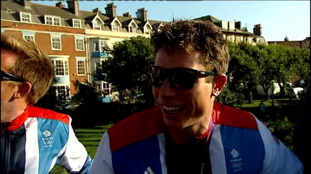 london 2012 olympic games: olympic medal winning sailors celebrate with victory parade in weymouth; england: dorset: weymouth: portland bay: ext... - zweiter platz stock-videos und b-roll-filmmaterial