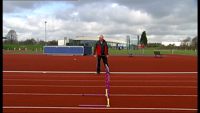 stockvideo's en b-roll-footage met london 2012 olympic games: olympic park legacy company announce stadium running track will be retained; england: london: lea valley athletics track:... - atlete