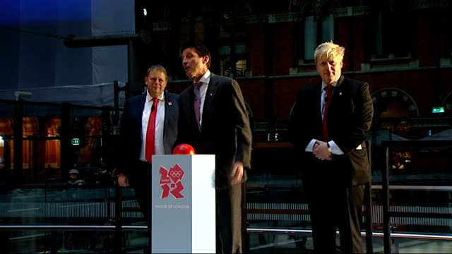 olympic rings unveiled at st pancras international station speech by lord coe and london mayor lord coe speech sot introducing unveiling of olympic... - olympic rings stock videos & royalty-free footage
