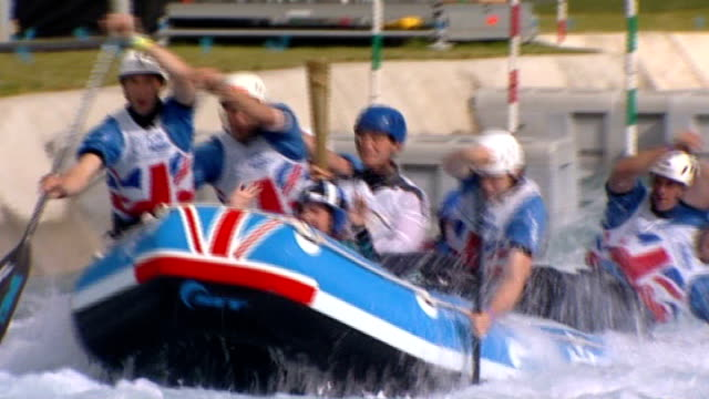 stockvideo's en b-roll-footage met olympic torch relay torch carried through essex england essex lee valley white water centre ext two torchbearers hannah agyemanprempeh and zach... - teamevenement