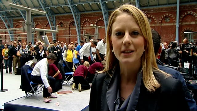 one year to go celebrations / aquatics centre opens england london st pancras station photography *** hugh robertson mp and lord coe sitting to have... - lanci e salti femminile video stock e b–roll