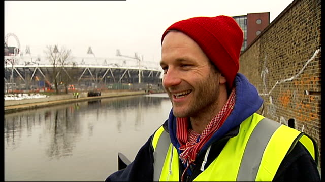 organisers launch search for volunteers to clean london waterways hackney ben fenton interview sot volunteers clearing litter around river lee tilt... - orbiting stock videos & royalty-free footage