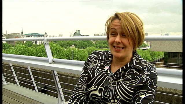 london 2012 olympic games: paralympic ticketing launch; london: south bank: ext reporter to camera int grey-thompson at ticket launch event ext... - 男爵夫人点の映像素材/bロール