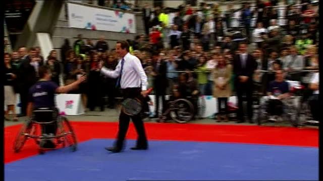 vidéos et rushes de london 2012 olympic games: paralympics: international paralympic day; england: london:trafalgar square: ext david cameron mp and boris johnson... - boris johnson