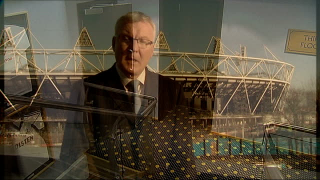 stockvideo's en b-roll-footage met london 2012 olympic games: tottenham hotspur chairman defends the club's bid for stadium; england: london: north london: white hart lane: int set-up... - voorzitter