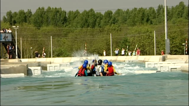 white water centre opens to the public england hertfordshire waltham cross lea valley lea valley white water centre ext canoeists in kayak canoes... - österreichische kultur stock-videos und b-roll-filmmaterial
