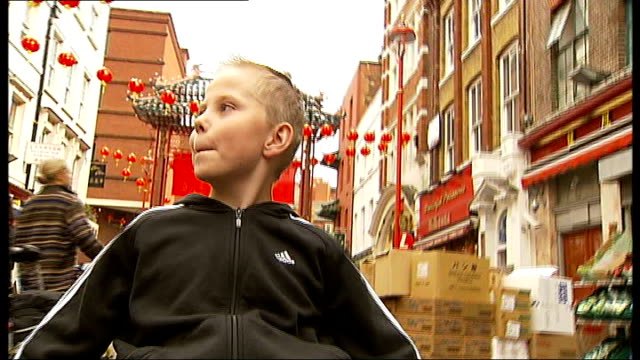 stockvideo's en b-roll-footage met london 2012 paralympic games: availability of disabled facilities; england: london: excel centre: no limits disability show: int jim palmer playing... - itv