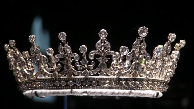 london, 29 june , .- buckingham palace has organized an exhibit of more than ten thousand diamonds set in royal jewelry spanning hundreds of years to... - diamond jubilee stock videos & royalty-free footage