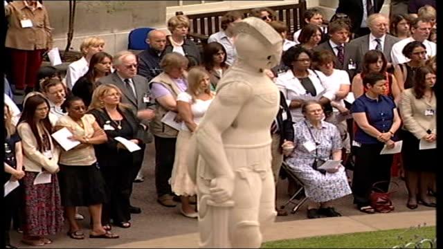 stockvideo's en b-roll-footage met bma remembrance service for victims of first attacks england london tavistock square british medical association ext opera singer lesley garrett... - lesley garrett