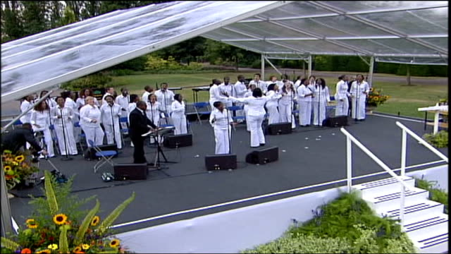 london 7th july 2005 attacks: first anniversary; london community gospel choir singing sot - ロンドン コミュニティ ゴスペル クワイア点の映像素材/bロール