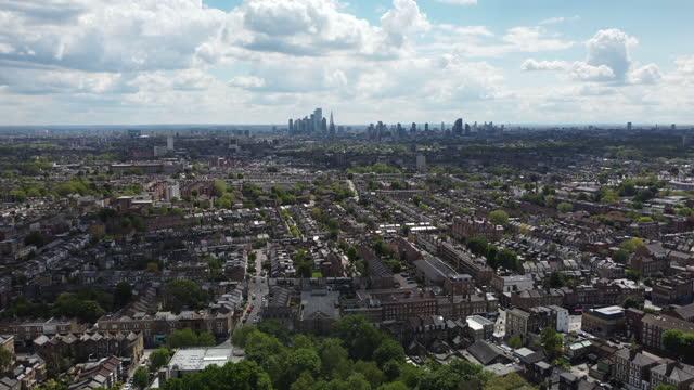 stockvideo's en b-roll-footage met london abney park vanuit een hoge hoek uitzicht in de late lente kun je zoveel vogels horen zingen, geweldig - hackney