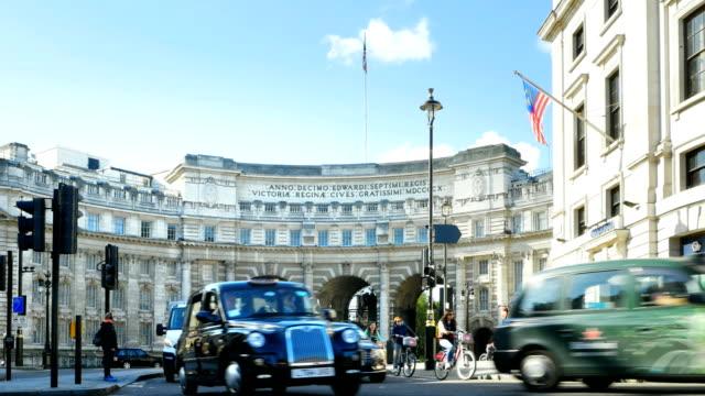 ロンドンアドミラルティアーチをモール(4 k uhd /、hd ) - トラファルガー広場点の映像素材/bロール