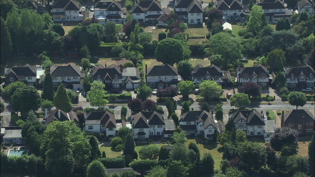 london aerial: around reigate road, ewell, surrey - stereotypically middle class stock videos & royalty-free footage