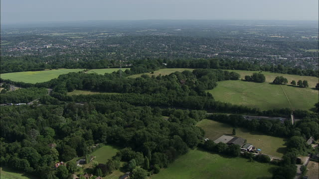 london aerial: lower kingswood to reigate, surrey - サリー州点の映像素材/bロール