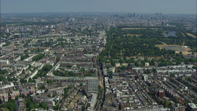london aerial: west london to hyde park - kensington und chelsea stock-videos und b-roll-filmmaterial