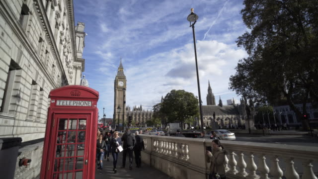 london and the houses of parliament - telephone booth stock videos & royalty-free footage