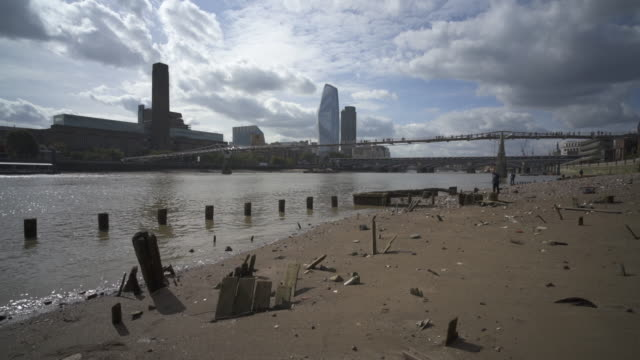 london and the river thames beaches - riverbank stock videos & royalty-free footage