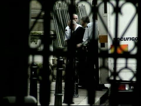 vídeos de stock e filmes b-roll de london: appeal court: ext slow motion lms sion jenkins, convicted of murder of his foster daughter billie-jo jenkins, from prison van for appeal... - acolhimento familiar