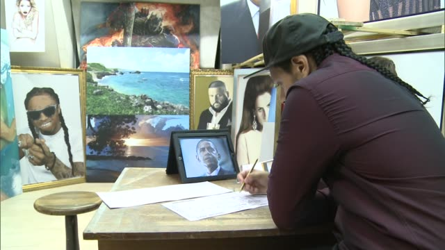 london artist congratulated for portrait by us president barack obama england london int various of artist kevin gill doing a drawing of us president... - itv london tonight weekend点の映像素材/bロール