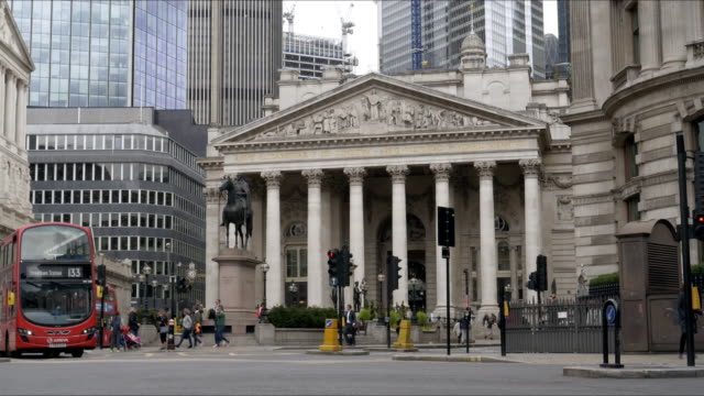 london bank junction and royal exchengethreadneedle street - double decker bus stock videos & royalty-free footage