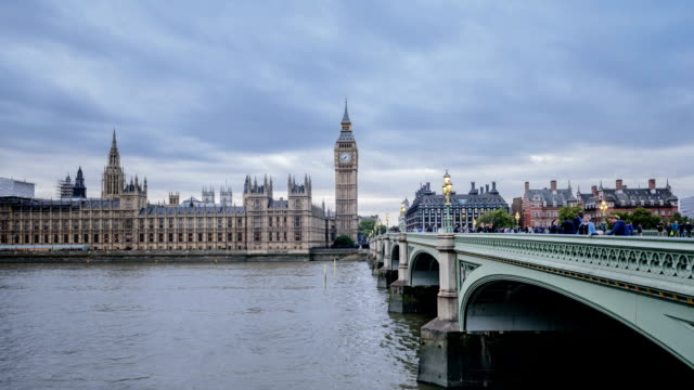 london big ben skyline timelapse dusk to night - westminster bridge stock videos and b-roll footage