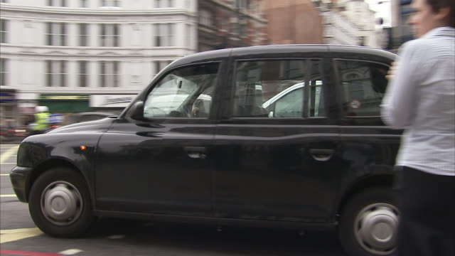 A London black cab turns left at a junction Available in HD.