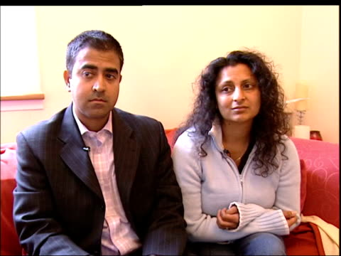 vidéos et rushes de london bomb blasts aftermath: missing appeal; england: london: int sister and boyfriend of neeta jain sitting on sofa reetu jain interviewed sot -... - tante