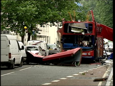london bomb blasts aftermath: police investigation ; england: london: tavistock square/woburn place: ext lms wreckage of number 30 london bus in... - in front of点の映像素材/bロール