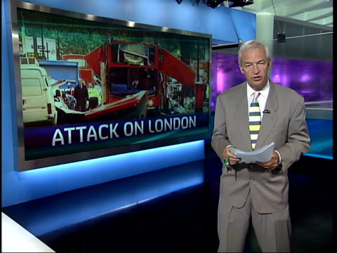 channel 4 news special: 19.00 - 19.30; england: london: gir: jon snow i/c 19.01 england: london: ext ambulance outside the royal london hospital... - bombardamento video stock e b–roll