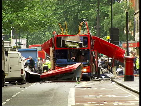 vídeos de stock e filmes b-roll de channel 4 news special 1930 2000 england london tavistock square/upper woburn place ext bus with top deck destroyed by terrorist bomb blast police... - cilindro veículo terrestre comercial